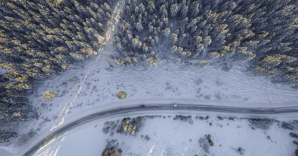 driving on winter roads needing to follow winter driving tips