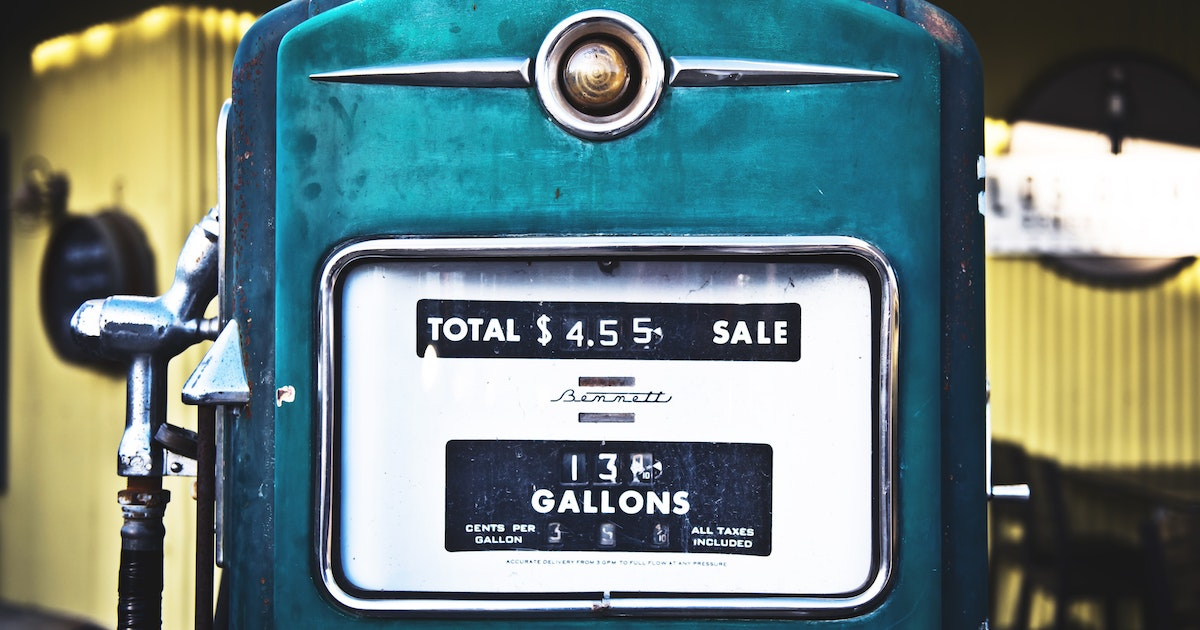 a vintage gas pump representing the increased fuel costs that the transportation industry is facing